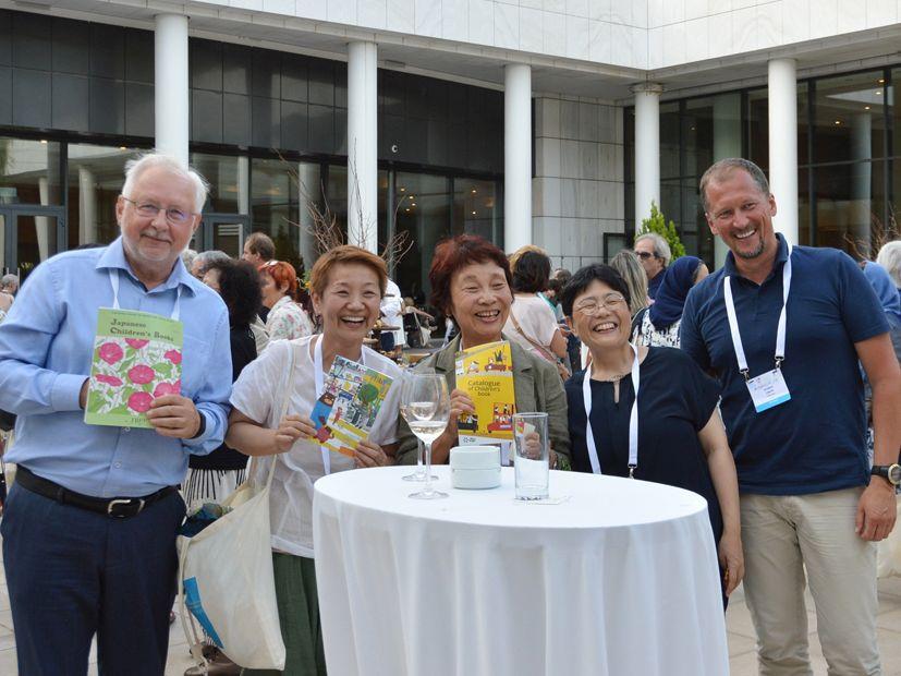 Kęstutis Urba (kairėje) ir Jaunius Lingys (dešinėje) su Japonijos atstovėmis