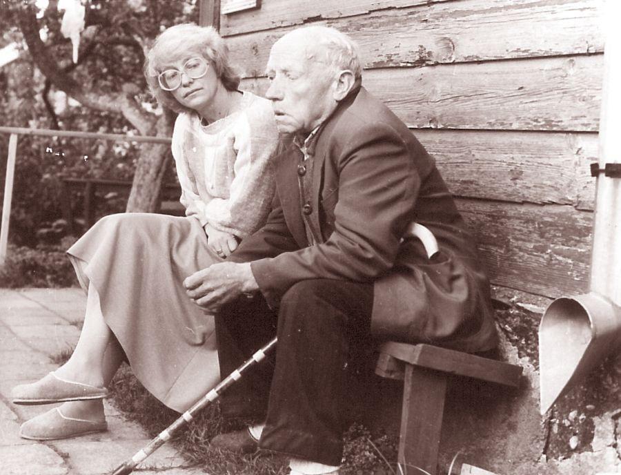 Su tėveliu. Juodupė, 1991 m.