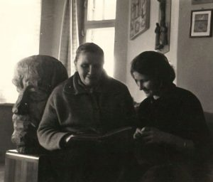 Su mama, grįžusia iš Sibiro. Apie 1958 m.