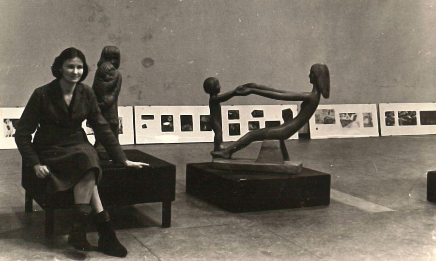 Prie uždraustos už formalizmą parodos. 1964 m.