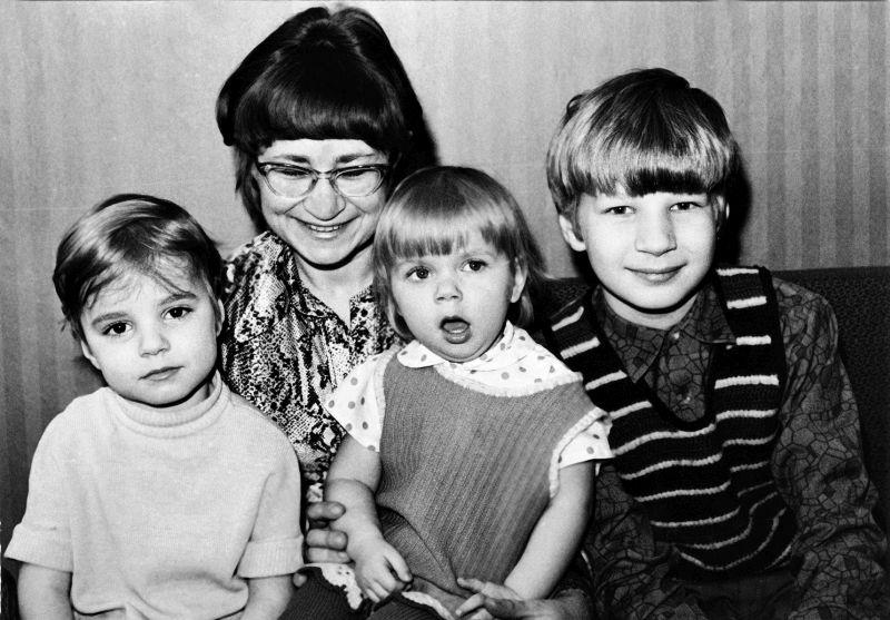Aino Pervik su vaikais