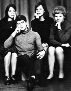 Su bendramoksliais N. Jeremenko, S. Oper ir žinomu latvių literatūros vertėju Kalevu Kalkunu. Tartu, 1972 m.