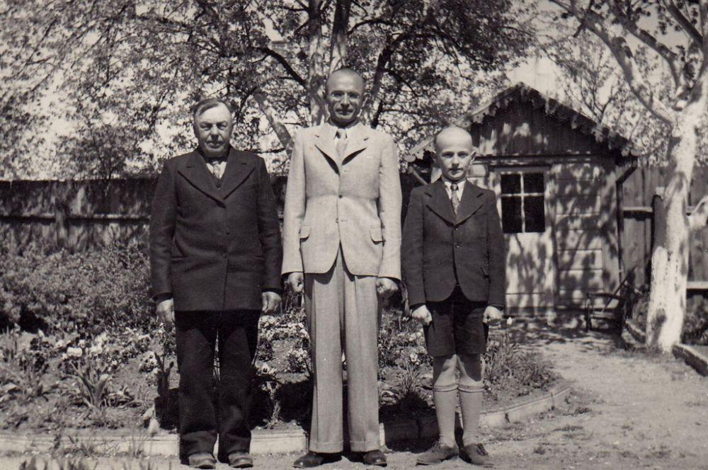 Senelis Laurynas, tėvas Jackus ir Saulius Sondeckiai. 1938 m.