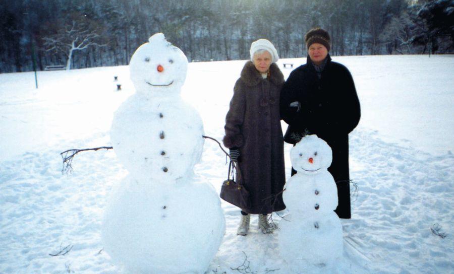 Su mama Valakampiuose: seniai besmegeniai ir senės besmegenės. Apie 2005 m.