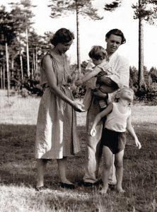 Šeima. 1954 m.