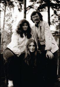 Šiek tiek romantikos: su būsimu vyru Petru ir bičiule Milda. 1982 m. Raimondo Urbakavičiaus nuotr.