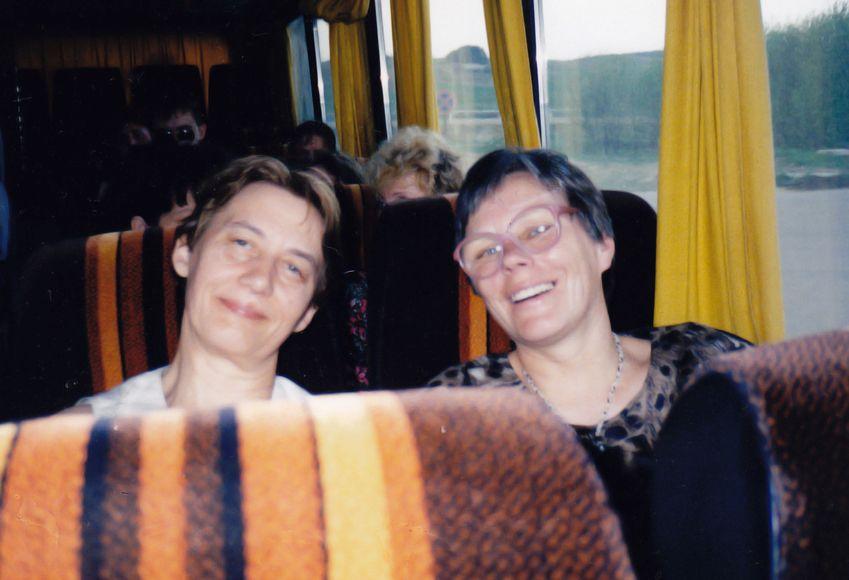 Jaunųjų filologų vertinimo komisija kelionėje į Vengriją. Su Alma Karosaite. Apie 1996 m.