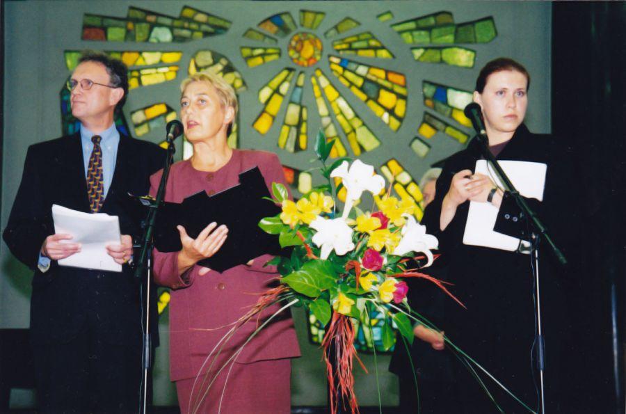 Knygos The NATO Story Book pristatymas  Nacionalinėje Martyno Mažvydo bibliotekoje. 1997 m. Viliaus Jasinevičiaus nuotr.