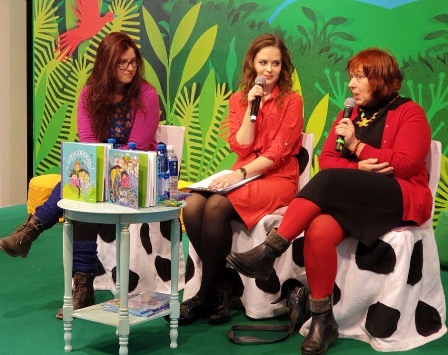 IBBY narė Gabija Kiaušaitė (viduryje) ir kūrėjos iš Slovėnijos – dailininkė Zarja Menart ir rašytoja Ida Mlakar