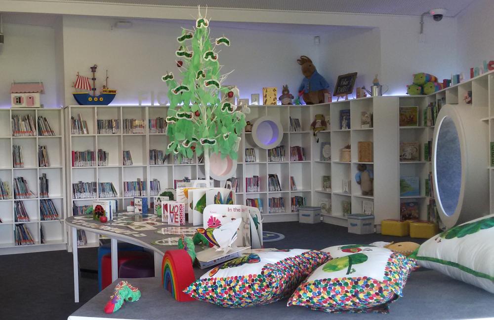 Ekspozicija vienoje Oklando mokyklų bibliotekoje. Nuotr. Ingos Mitunevičiūtės