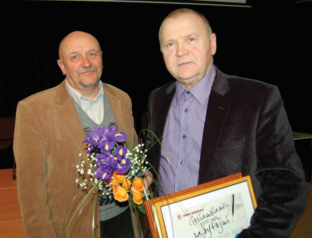 Metų knygų autoriai R. Černiauskas ir V. Račickas