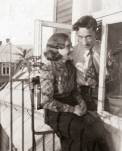 Su žmona Jone, 1934 m.