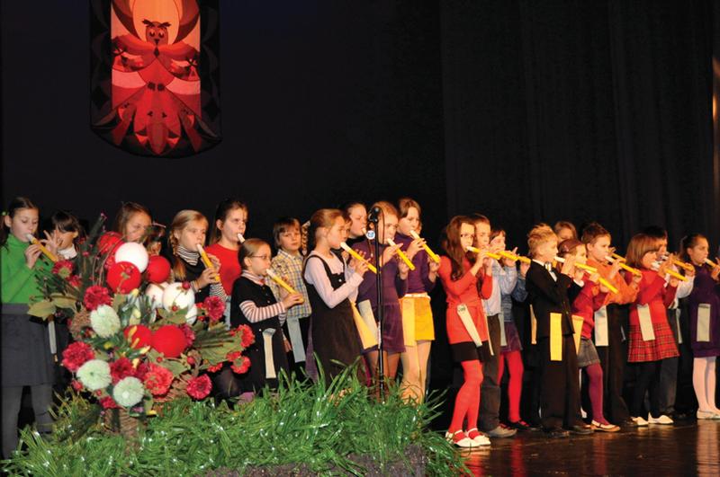 Ąžuolo pagrindinės mokyklos mokinių pasirodymas