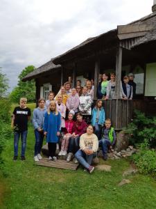 Vilniaus Gabijos gimnazijos 4d klasės mokiniai Jono Biliūno tėviškėje  2019 m. gegužės 27 d.