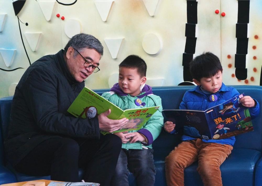 IBBY-iRead išskirtinio skaitymo skatintojo apdovanojimo laureatas Zhu Yongxin iš Kinijos