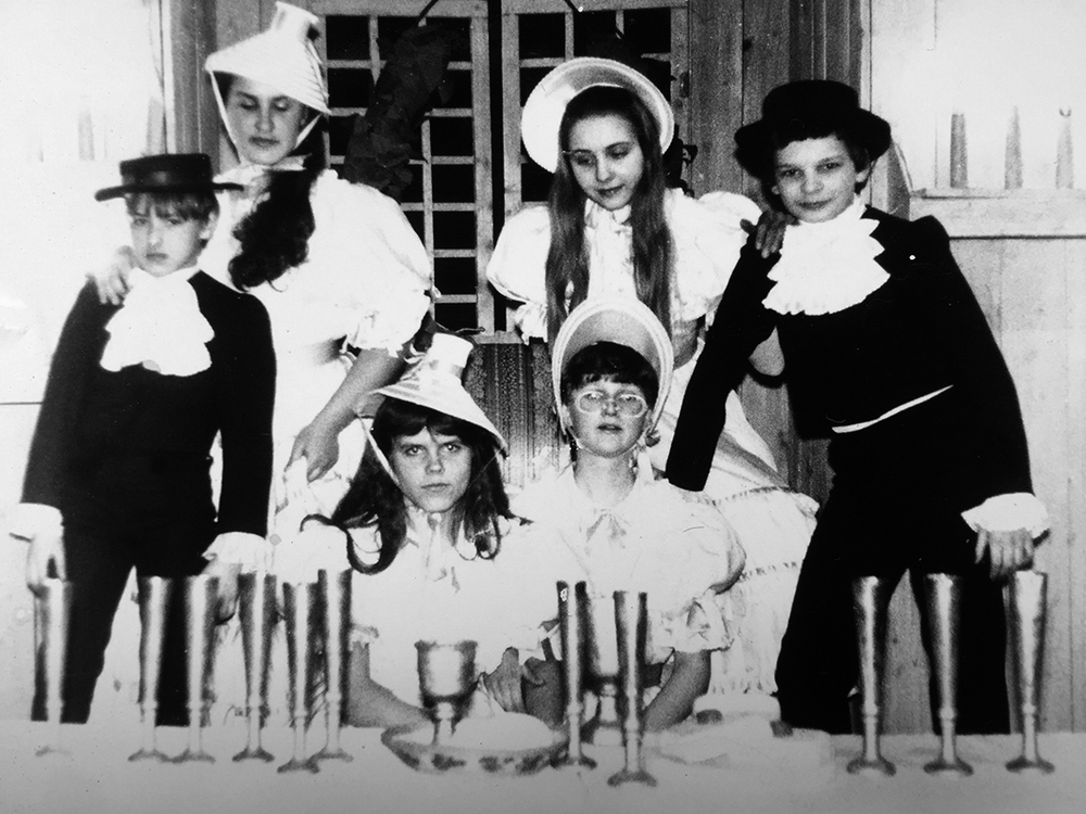 """Pirmasis vaidmuo Kauno muzikiniame teatre, B. Britteno operoje """"Albertas Heringas"""" (Birutė stovi dešinėje). 1981 m."""