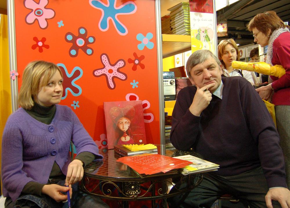 Lina Žutautė ir Gendrutis Morkūnas. Knygų mugė. 2008 m. omos Kišūnaitės nuotr.