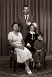 Su šeima: dukra Marija, sūnus Antanas, Elena ir Bronius Marcelioniai. 1983 m.