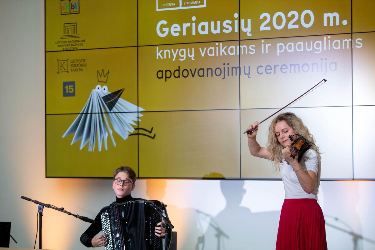 Geriausių 2020 m. knygų vaikams ir paaugliams apdovanojimų ceremonijos akimirka. Organizatorių nuotr.
