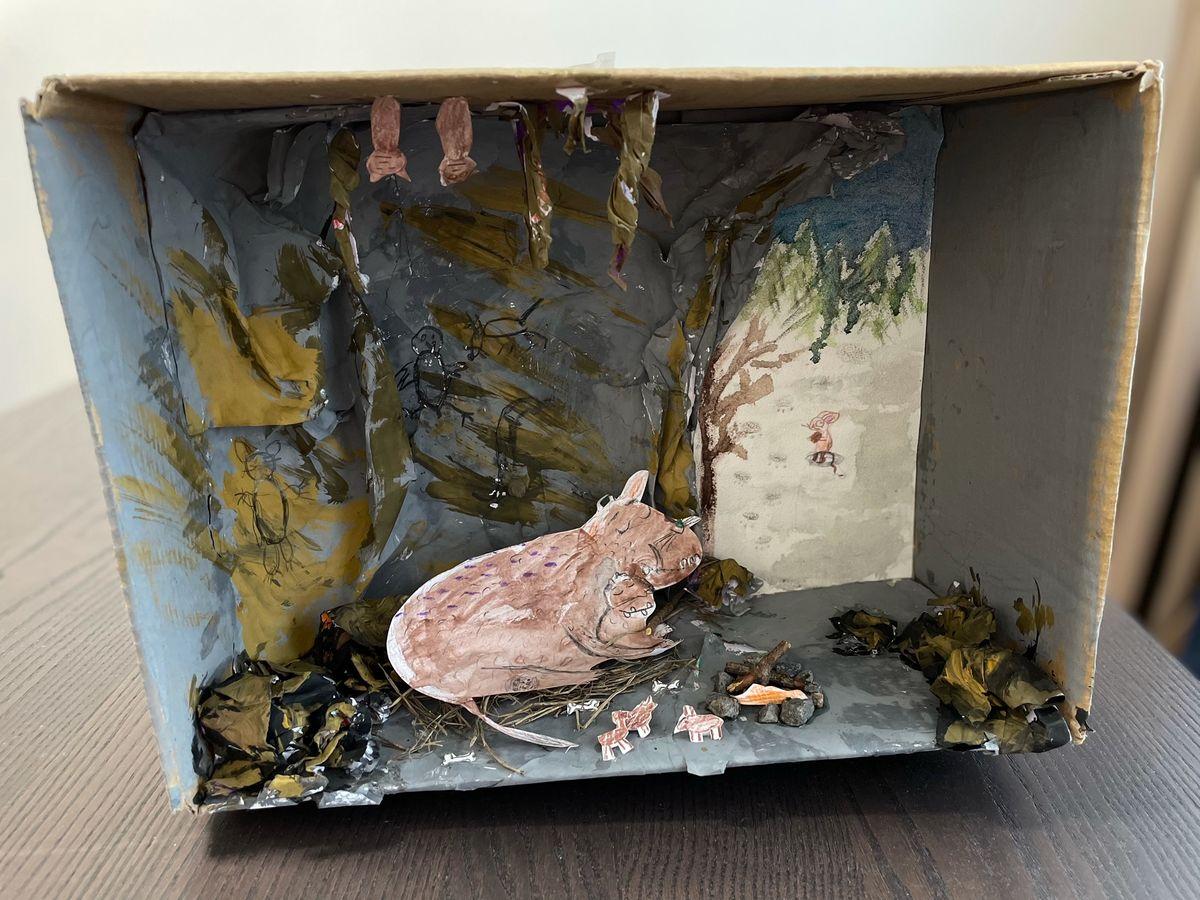 """Jauniaus Ąžuolo ir Tautės Liepos sukurta diorama pagal Julia'os Donaldsson knygą """"Grufo vaikelis"""""""
