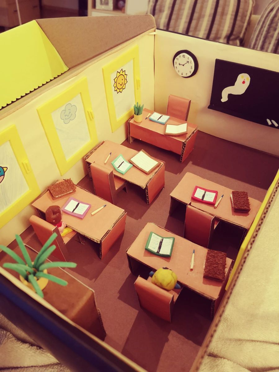 """Patricijos sukurta diorama pagal Tomo Dirgėlos knygą """"Domas ir Tomas. Mokyklos vaiduoklio mįslė"""""""